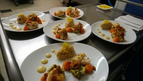 Daurade, sur fondue de poireaux, risotto crémeux aux champignons, crème d'ail